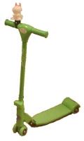 Grønn sparkesykkel med 4 hjul